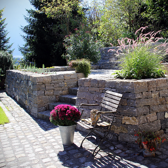 trockenmauer garten stein land naturstein und trockenmauern christine graf. Black Bedroom Furniture Sets. Home Design Ideas
