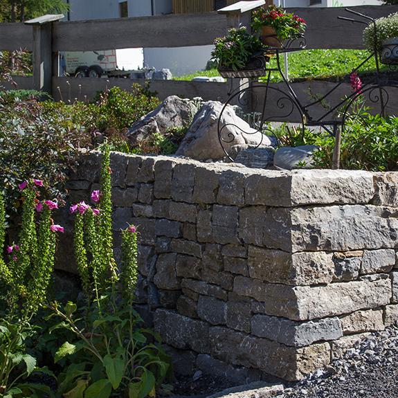 trockenmauer und garten lech vorarlberg stein land naturstein und trockenmauern. Black Bedroom Furniture Sets. Home Design Ideas